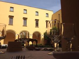 IL CHIOSTRO, hotel in Acerra