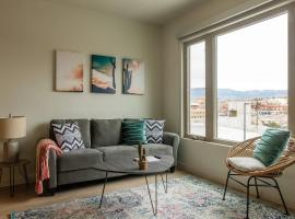 Downtown 2 BR with Wifi by Frontdesk, vacation rental in Albuquerque