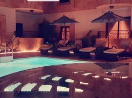 Epta DiamanTia Hotel, hotel with pools in Obhor