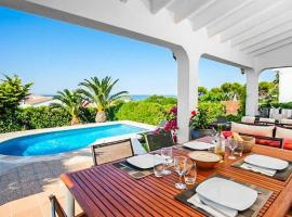 Binibequer Vell Villa Sleeps 6 with Pool and Air Con, hotel a Binibeca