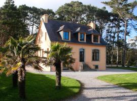 Fantastic high standard Villa with amazing sea views, hotel in Crozon