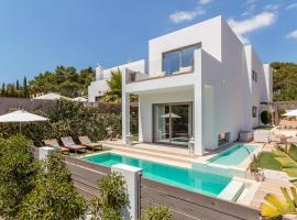 Exclusive 4 Bedroom Villa minutes from the Beach, Ibiza Villa 1010, hotel in Cala Llonga