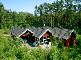 Four-Bedroom Holiday home in Aakirkeby 4, vacation home in Vester Sømarken