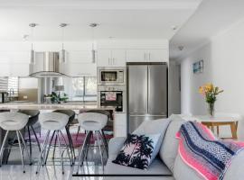 Stunning Burleigh Beach Apartment, hotel near Burleigh Head National Park, Gold Coast