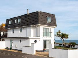 Luxurious modern home 50 metres from the UKs best beach, hotel in Bournemouth