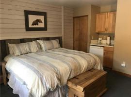 Kintla 403 Lock Off Hotel Room, hotel in Whitefish