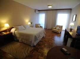 Hotel Los Cedros, hotel in Salto