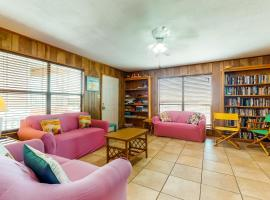 The Pink House, villa in Gulf Shores