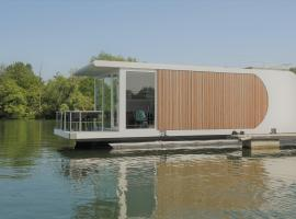 Houseboat Martinique, self catering accommodation in Maastricht