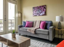 Contemporary 1BR and 2BR Apts with Balcony by Frontdesk, apartment in Fort Worth