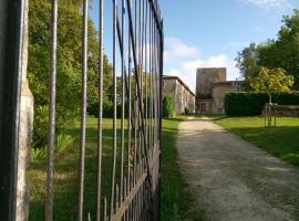 Chateau De Champdolent, hôtel à Champdolent