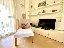 Cozy Family 3 BR apartment by the sea، فندق في مرسى علم