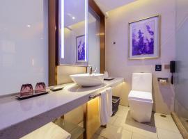 Lavande Hotel Chongqing Jiangbei Intemational Airport Teminal T3 Shop, hotel perto de Aeroporto Internacional de Chongqing Jiangbei - CKG, Chongqing