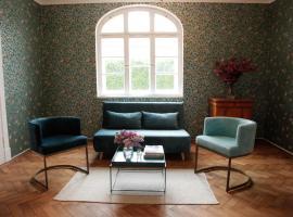 Schöne Wohnung in den Bergen, family hotel in Unterammergau
