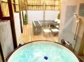 Victory luxury hot tub house, hotel in Blackpool