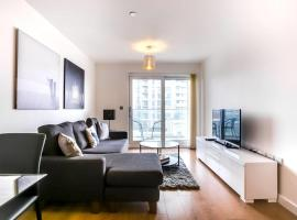 GuestReady - 2-Bdr Apartment with Balcony by The Thames, hotel in London