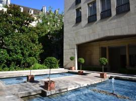 Assia & Nathalie - Luxury B&B MARAIS, hotel with jacuzzis in Paris