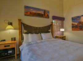 Gonzo Inn unit 213 - Downtown Moab unit Sleeps 2, hotel v destinaci Moab