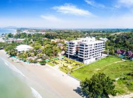 Escape Condominiums Beachfront Suites - Mae Phim, apartment in Rayong
