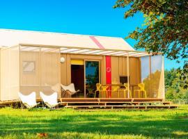 BIG BERRY Luxury Lifestyle Resort, hotel in Metlika