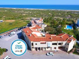 Praia da Lota Resort – Beachfront Hotel, hotel perto de Cacela Velha, Manta Rota