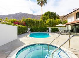 Luxe Hideaway at the Desert Seville, apartment in Palm Springs