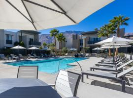 Down at The Riv, apartment in Palm Springs