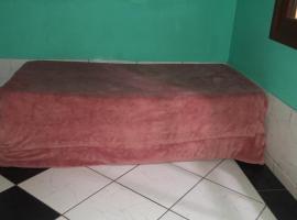 Alojamento Empresarial P/Grupos Grandes (Em condomínio Fechado), room in Canoas