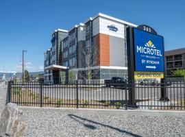 Microtel Inn & Suites by Wyndham Kelowna, hotel in Kelowna