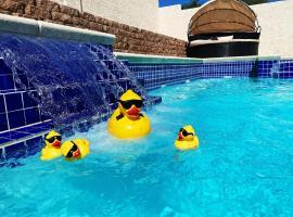 J Luxury pool and heat Jaccuzi house of Las Vegas, villa in Las Vegas