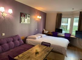ALTAMIRA (Paris Expo - Porte de Versailles), hotel near France Télévisions Headquarters, Issy-les-Moulineaux