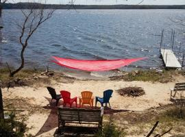 Cabin with Kayaks Situated on the Wisconsin River!, vacation rental in Wisconsin Dells