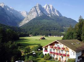 Hotel Längenfelder Hof, hotel with pools in Grainau