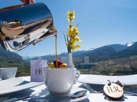 La Roccia Wellness Hotel, hotel in Cavalese