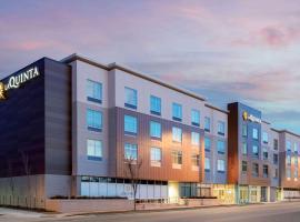 La Quinta Inn & Suites by Wyndham Kansas City Beacon Hill, hotel in Kansas City