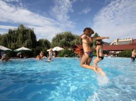 Piknik Wellness Hotel, resort in Siófok
