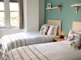 Colchester Villas - Stunning City Centre Apartment, hotel in Truro