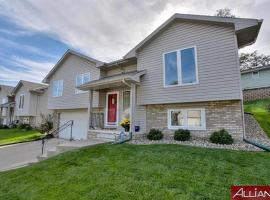 4 bdrm Home @ Zoo, UNMC, Downtown, UNO, vacation rental in Omaha