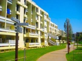 Apartment with one bedroom in Troia, with enclosed garden - 200 m from the beach, hotel in Troia