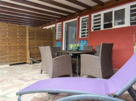 Apartment with 2 bedrooms in Fort-de-France, with furnished terrace and WiFi - 4 km from the beach, hôtel à Fort-de-France