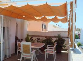 Apartment with 2 bedrooms in Rota 200 m from the beach, hotel en Rota