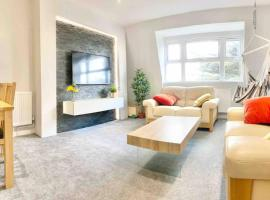 Newly Refurbished Town centre, 8 min walk from beach, Netflix, swing and we pay parking, apartment in Bournemouth