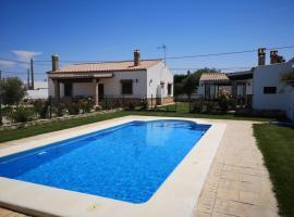 Estebana - Chalet vacacional con piscina en Conil, cabin in Conil de la Frontera