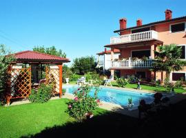 Villa with 3 bedrooms in Umag with private pool enclosed garden and WiFi 1 km from the beach, vila v Umagu