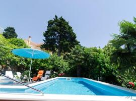 Villa with 4 bedrooms in Mlini with wonderful sea view private pool enclosed garden 50 m from the beach, villa in Mlini