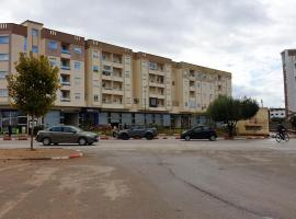 Apartment with 2 bedrooms in Meknes with wonderful city view furnished garden and WiFi 140 km from the beach、メクネスのホテル