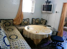 Apartment with 2 bedrooms in Meknes with wonderful city view and WiFi、メクネスのホテル