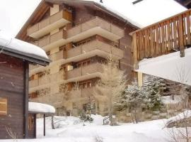 Chalet with 3 bedrooms in Bellwald with wonderful mountain view balcony and WiFi, hotel in Bellwald