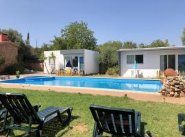 Bungalow with one bedroom in Silves with shared pool enclosed garden and WiFi, hotel en Silves
