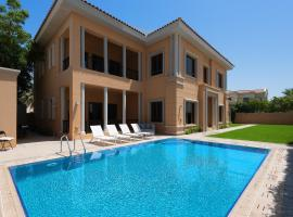 Maison Privee - Luxury 5BR Villa with Private Pool and Beach, luxury hotel in Dubai